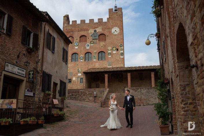 ClaudiaCorsi_WeddingPlanner_WhiteEvents_EmmaJohn045_Certaldo_PalazzoPretorio